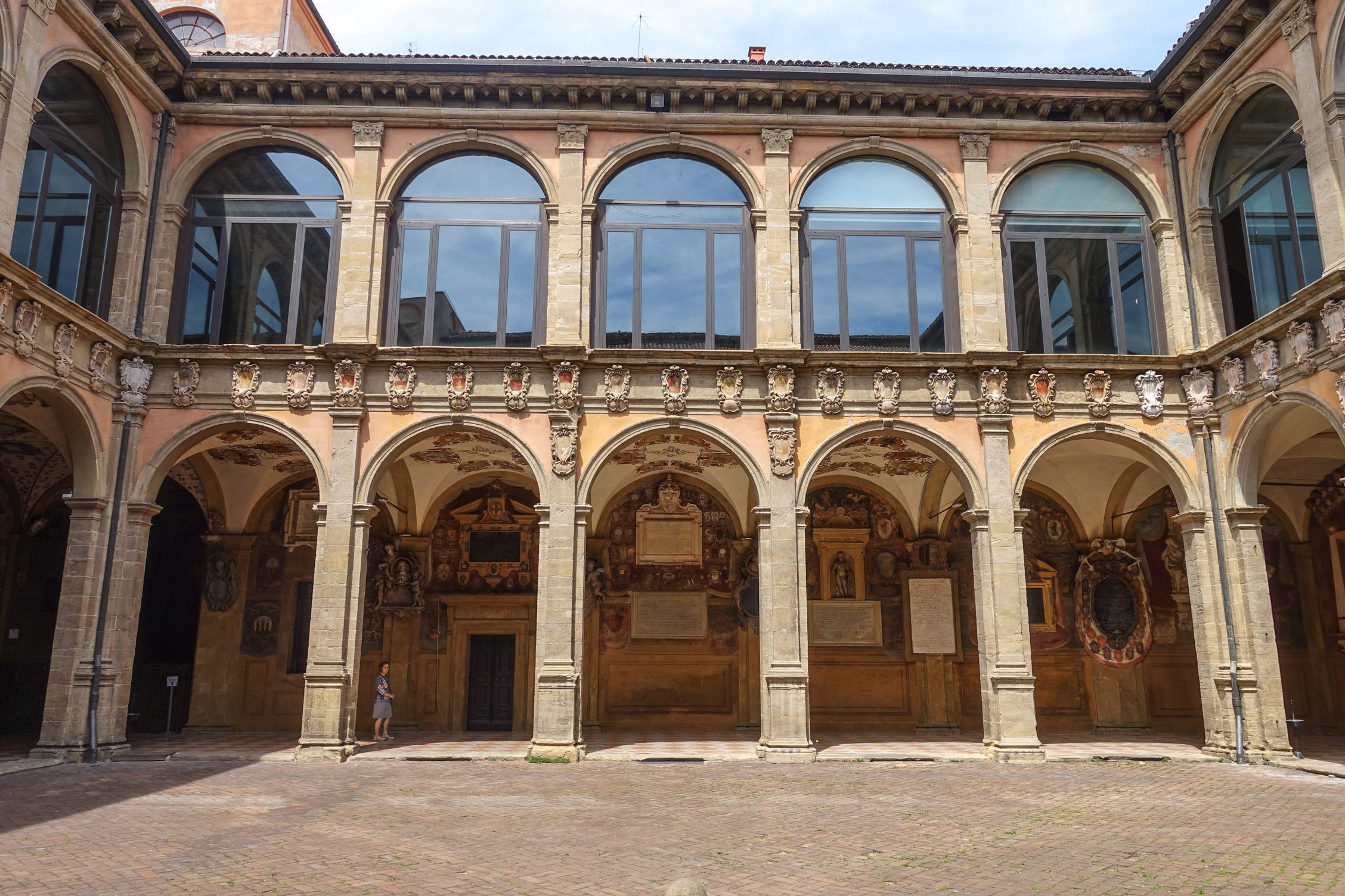 het binnenplein van de oude bibliotheek