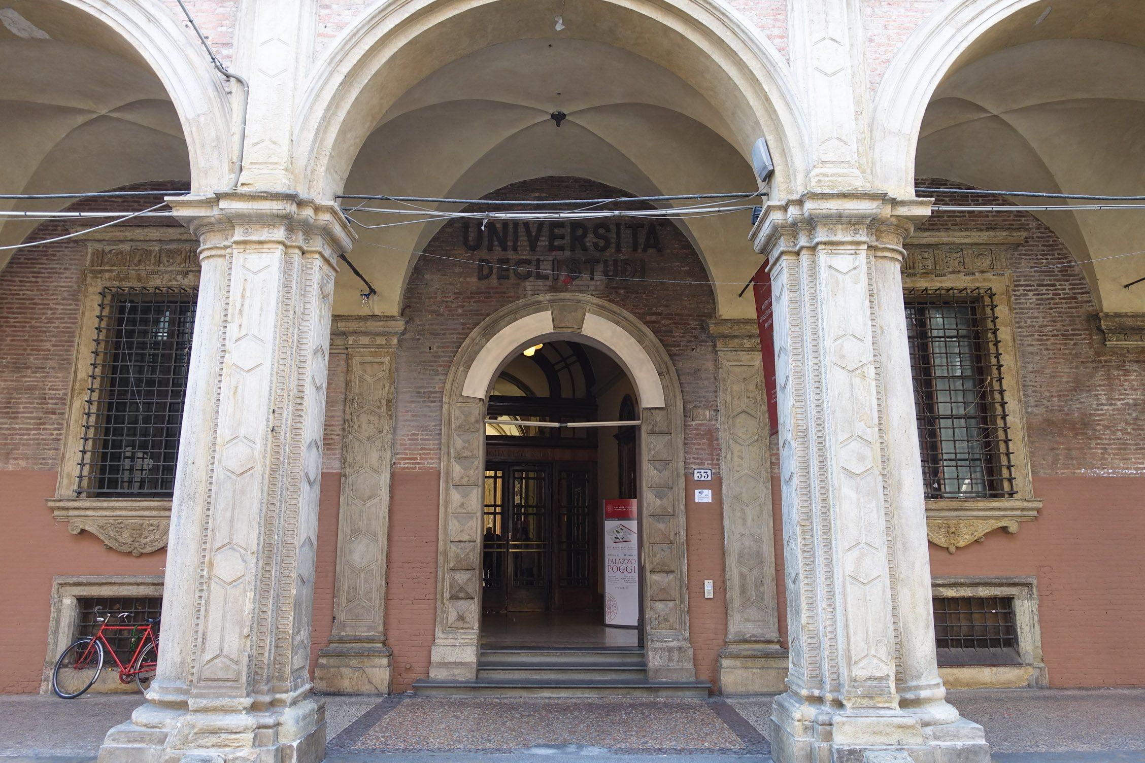de entree van de oude universiteit