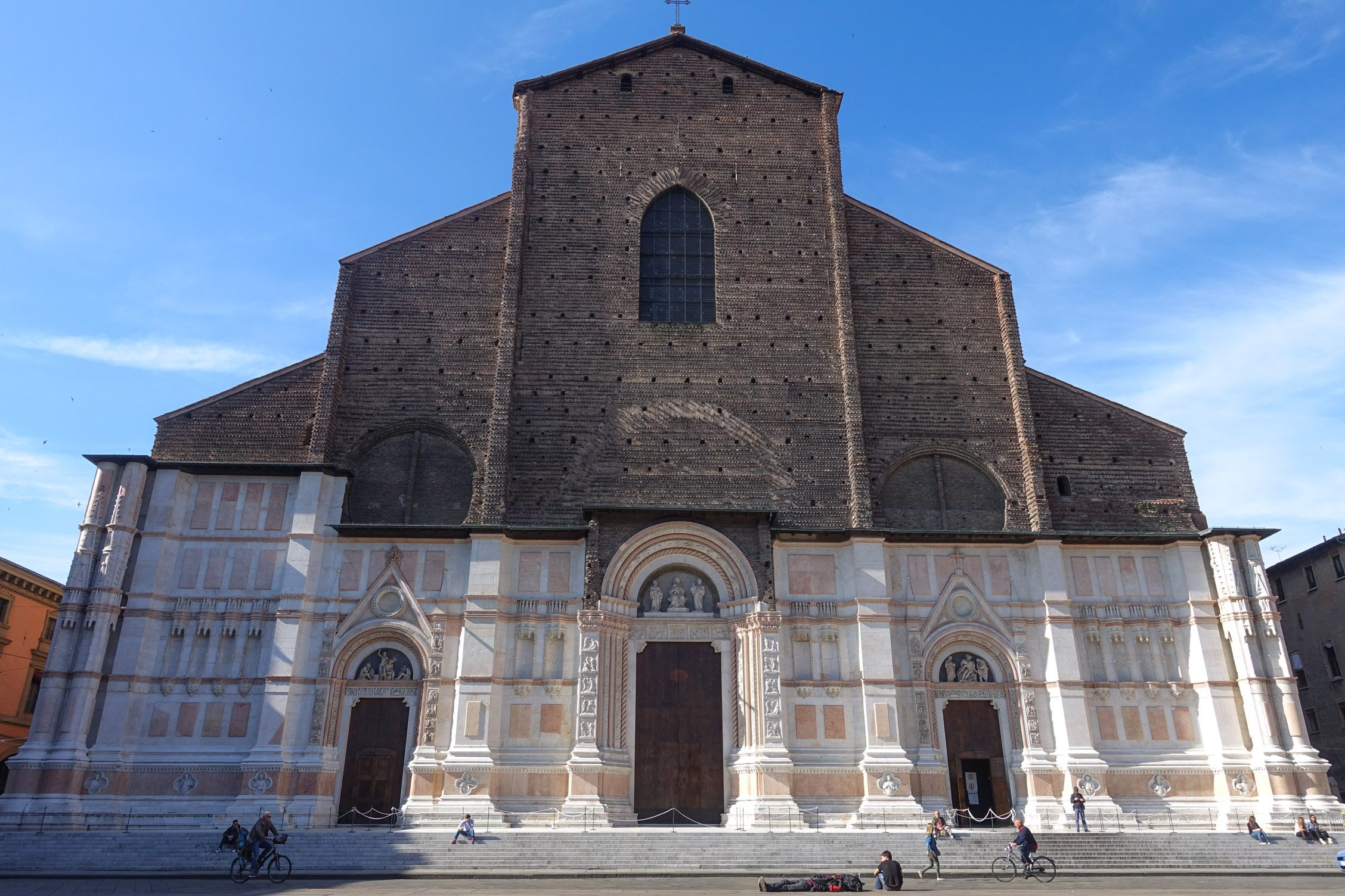 façade van de Sint-Petroniusbasiliek